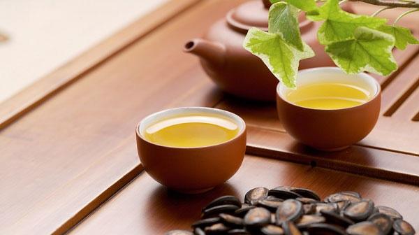 Cả trà xanh và trà đen đều có tác dụng giảm nguy cơ mắc chứng giảm trí nhớ như nhau.