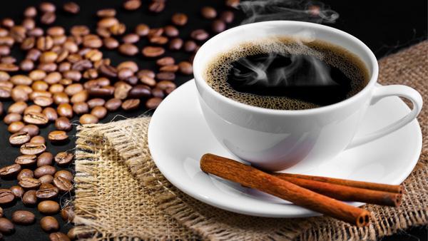 Không nên uống cafe trước khi ăn sáng