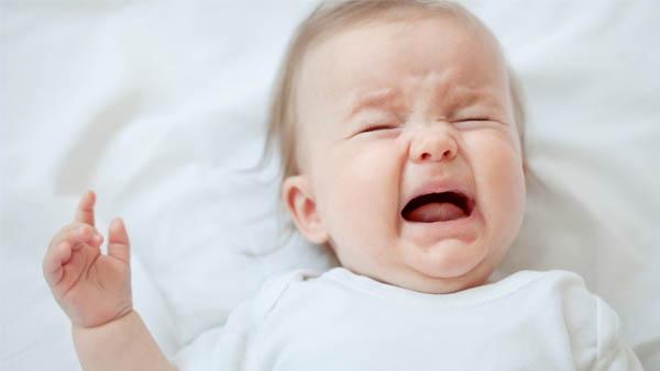 Trẻ em khóc nhiều ảnh hưởng đến não