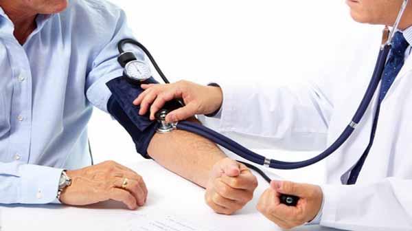 Quản lý tốt các bệnh mạn tính như tăng huyết áp, đái tháo đường giúp ngừa nguy cơ hiếm muộn ở nam giới.