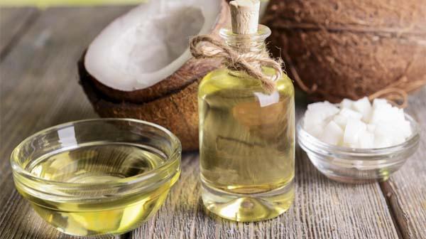Đánh bay hôi miệng bằng dầu dừa